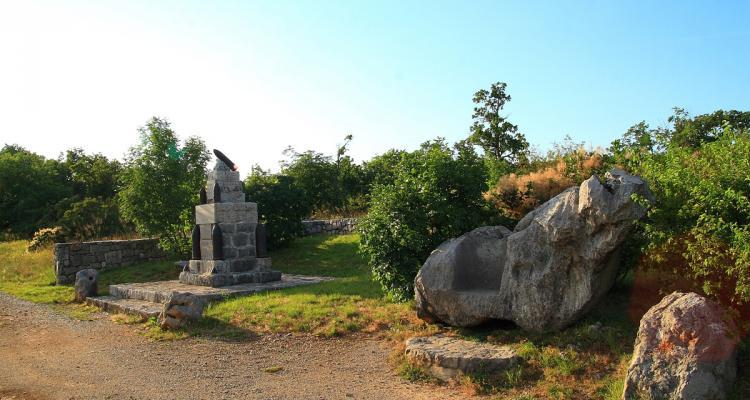 Borojevičev prestol - Vir: http://www.potmiru.si